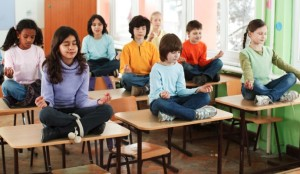 Séance de méditation en école primaire