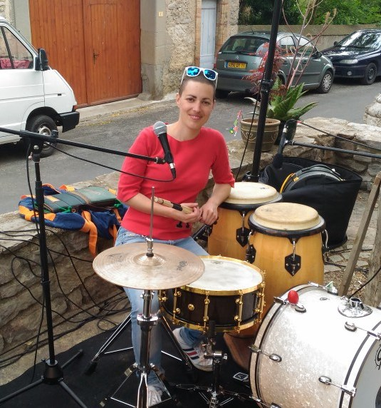 Auteure, compositrice et interprète de musique, Roxane croit au bonheur